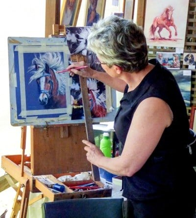 Drwaing Scarlett as a demonstration painting at a horse event